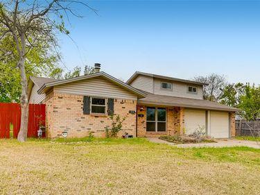 310 Huntington Drive, Euless, TX, 76040,
