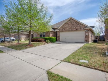 1420 Castlegar Lane, Fort Worth, TX, 76247,