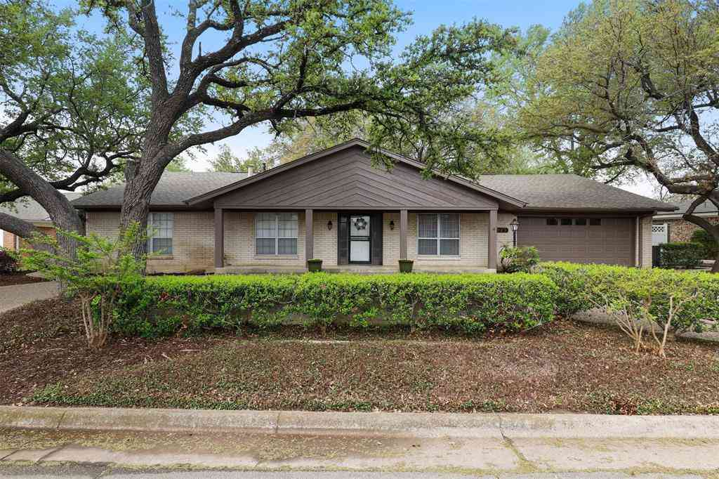 5925 Diamond Oaks Drive S, Haltom City, TX, 76117,