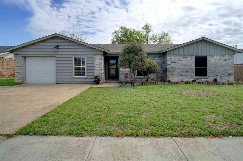 617 Rockledge Drive, Saginaw, TX, 76179,