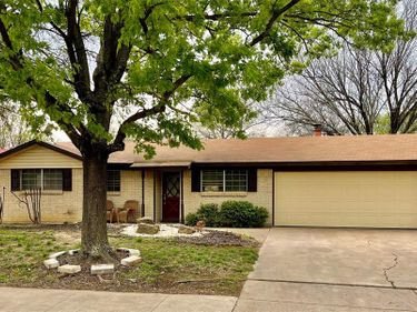 606 S Mills Drive, Euless, TX, 76040,