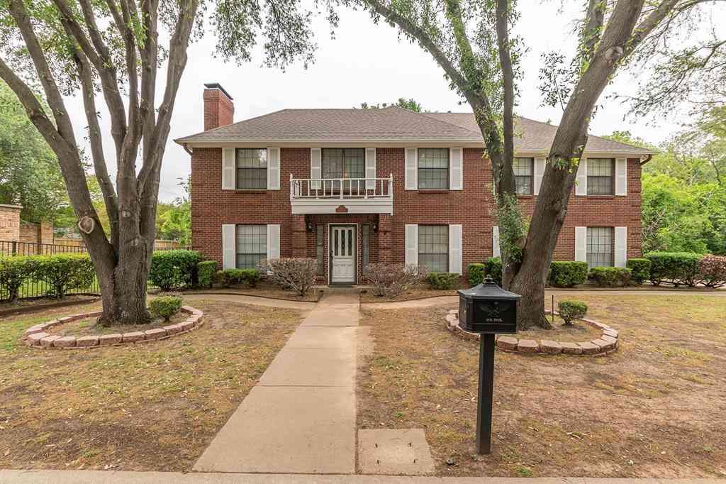 504 Estate Drive, Grand Prairie, TX, 75052,