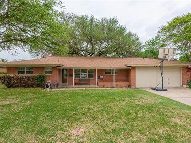 5816 Waltham Avenue, Fort Worth, TX, 76133,