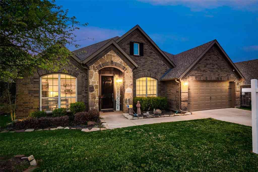 1005 Bentley Drive, Roanoke, TX, 76262,