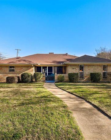 1317 Trowbridge Street Garland, TX, 75040