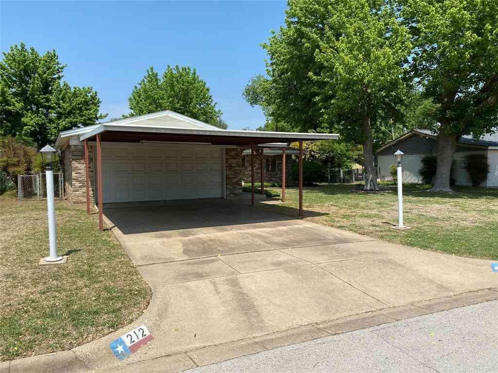 212 Appaloosa Drive, Saginaw, TX, 76179,