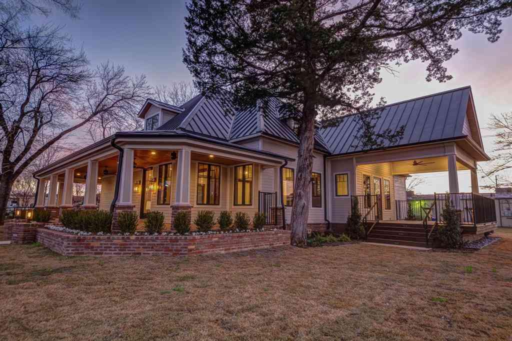 301 N Oak Street #100, Roanoke, TX, 76262,