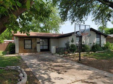 1821 Burning Tree Lane, Carrollton, TX, 75006,