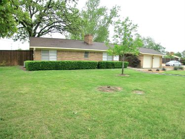 1617 W Shady Grove Road, Grand Prairie, TX, 75050,