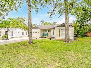 912 Red Oak Lane, River Oaks, TX, 76114,