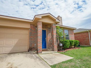 925 Buffalo Springs Drive, Fort Worth, TX, 76140,