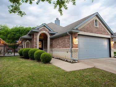 816 Claycourt Circle, Fort Worth, TX, 76120,