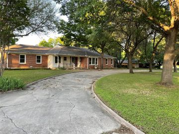 24 Chelsea Drive, Edgecliff Village, TX, 76134,