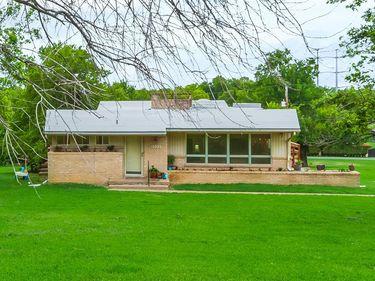 2102 Rock Creek Drive, Grand Prairie, TX, 75050,