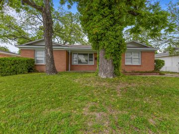6208 Walnut Drive, Fort Worth, TX, 76114,