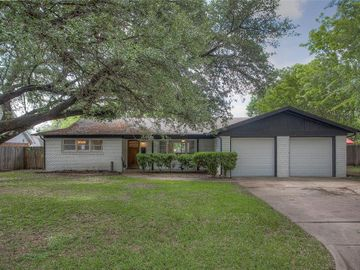 6949 Valhalla Road, Fort Worth, TX, 76116,