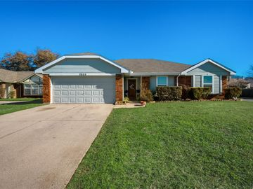 2800 Country Creek Lane, Fort Worth, TX, 76123,