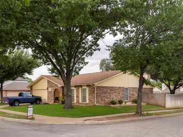 2900 Woodlark Drive, Fort Worth, TX, 76123,