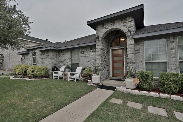1237 Old Oak Drive