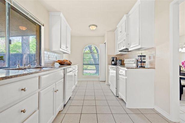 3405 Meadow Oaks Drive