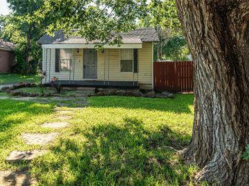 1214 Cambridge Street, River Oaks, TX, 76114,