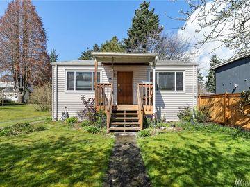 918 N 100th St, Seattle, WA, 98133,