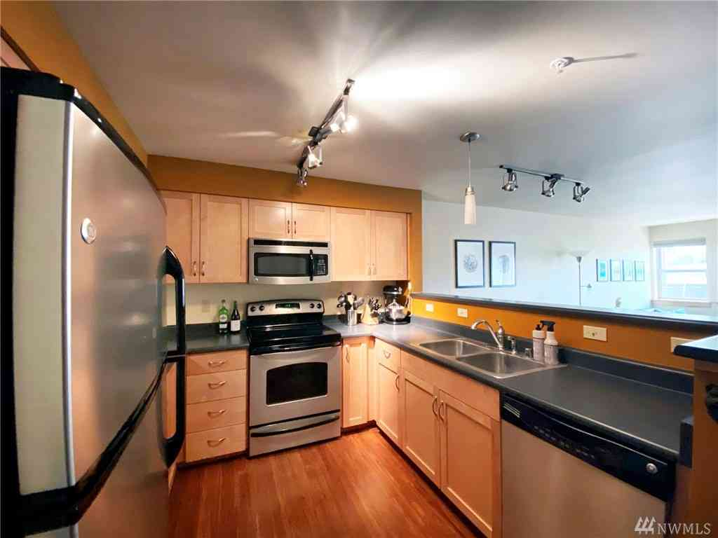 827 Hiawatha Place S #203, Seattle, WA, 98144,