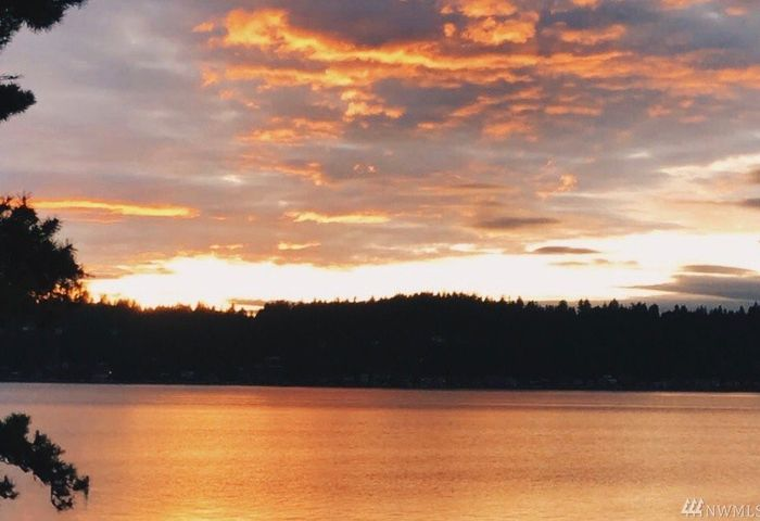 1237 E Lake Sammamish Shore Lane SE