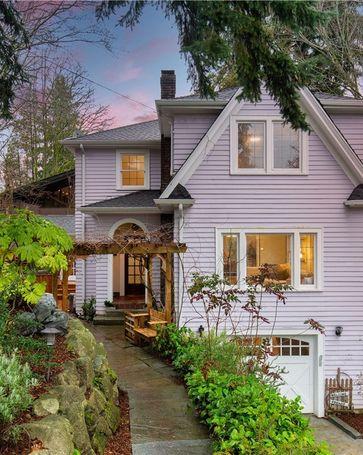 2238 E Crescent Dr Seattle, WA, 98112