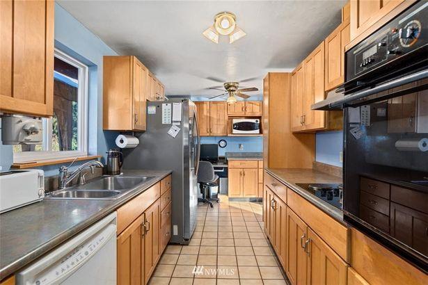 9503 215th Street SW