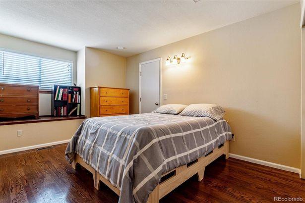 6095 W Warren Place