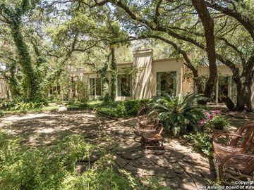 111 Fox Hall Ln, Castle Hills, TX, 78213,