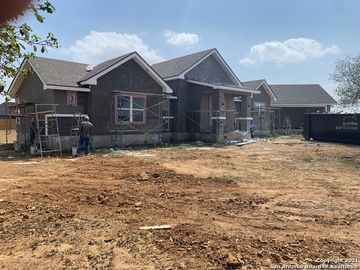 152 W Short Meadow Dr, Lytle, TX, 78052,