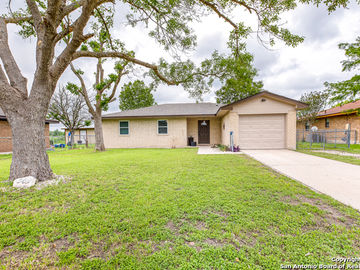 305 Meadow Dr, Marion, TX, 78124,