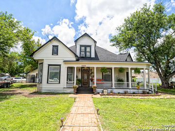 1908 Avenue P, Hondo, TX, 78861,