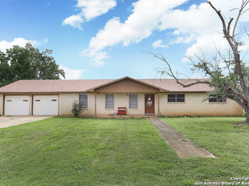565 S EDWARDS AVE, Charlotte, TX, 78011,