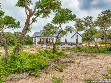 105 Clear Water Canyon, Helotes, TX, 78023,