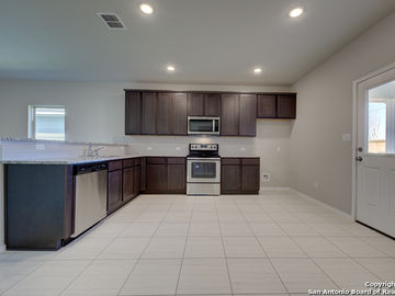 702 Blueleaf, San Antonio, TX, 78245,