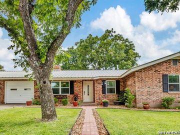 302 Westmoor, Fredericksburg, TX, 78624,
