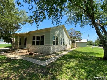 602 HOWELL AVE, Devine, TX, 78016,