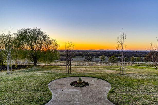 900 Valley View Circle