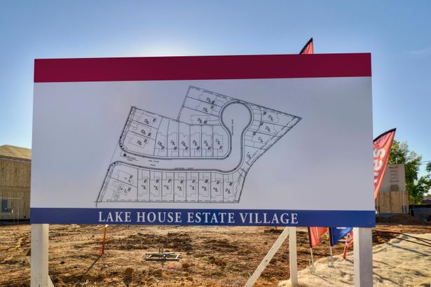 25 lake house Court