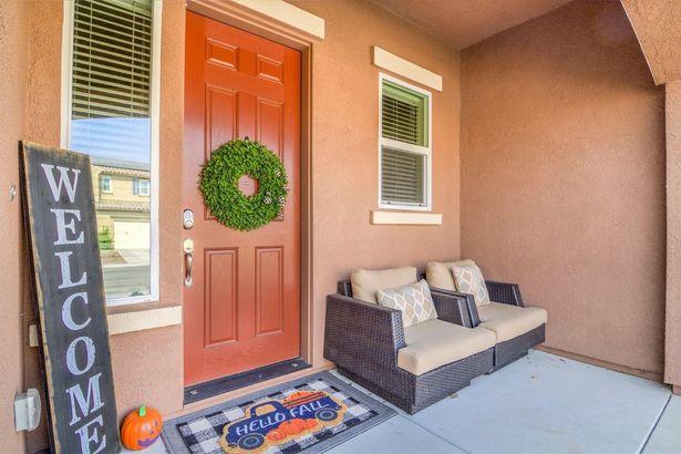 5706 Desert Mallow Street