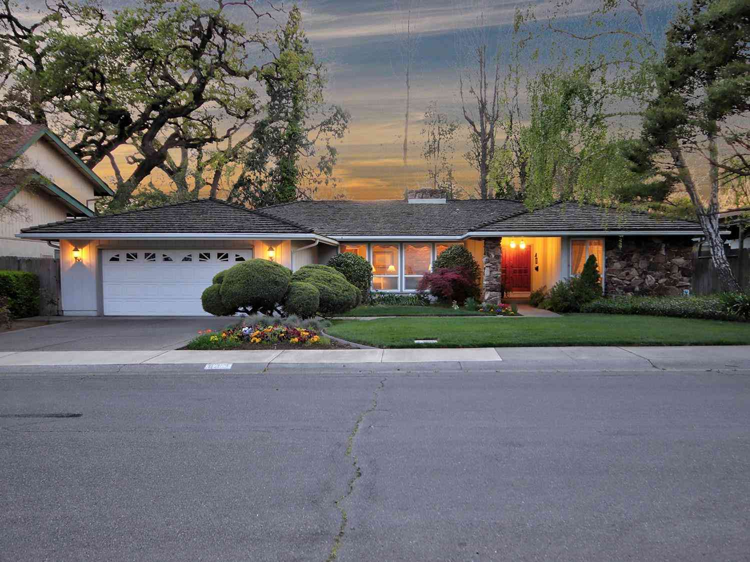 637 Riverlake Way, Sacramento, CA, 95831,