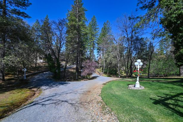 7349 White Oak Drive