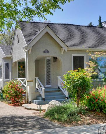 4532 T Street Sacramento, CA, 95819