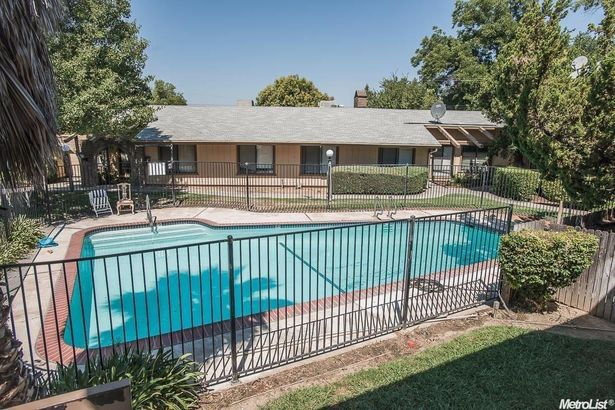 1326 Oak Terrace Court #17