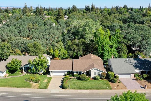 9039 Winding Oak Drive