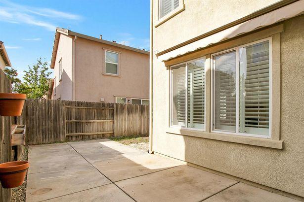 949 Courtyards Loop