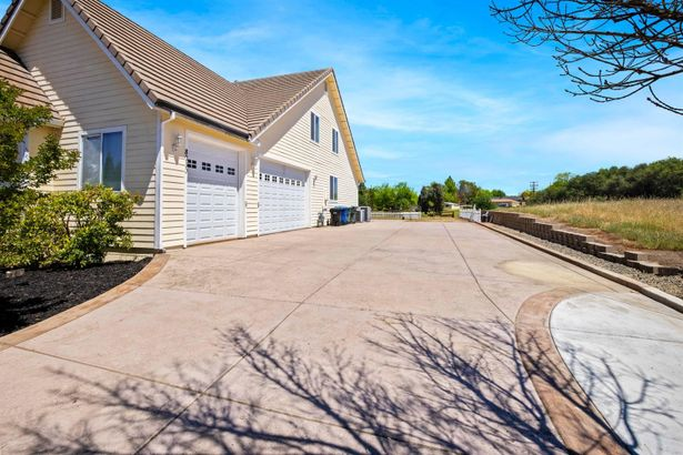 8060 Country Trail Drive
